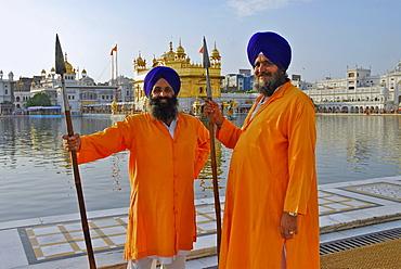 Golden Temple, voluntary guards, Sikh holy place, Amritsar, Punjab, India, Asia