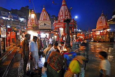 Aarthi ceremony, people at Hari Ki Pairi Ghat river in the evening, Haridwar, Uttarakhand, India, Asia