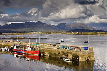 The port of the fishing village Roundstone, Connemara, Co. Galway, Ireland, Europe