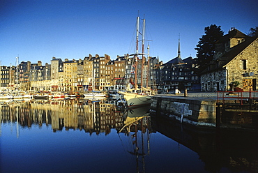 Boats at old harbour Vieux Port in the sunlight, Honfleur, Normandy, France, Europe