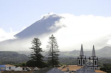 Madalena with Pico Vulcano in the background, Island of Pico, Azores, Portugal