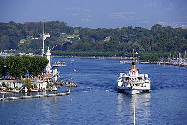 Excursion boat passing Bains des Paquis, Geneva, Canton of Geneva, Switzerland
