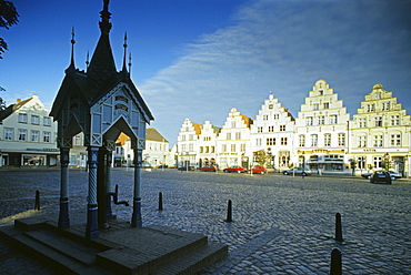 Dutch merchant houses with stepped gables at the market place, Friedrichstadt, Eiderstedt peninsula, North Friesland, Schleswig-Holstein, Germany