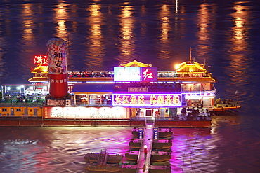 Floating restaurant on the Janste river, Chongqing, China, Asia