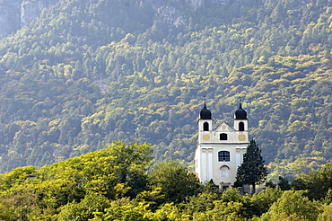 View at Gleif church in front of forested mountain, Eppan an der Weinstrasse, Bolzano, South Tyrol, Italy, Europe, Europe