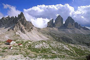 Mountain lodge, Paternkofel and Drei Zinnen peaks in the background, Tre Cime di Lavaredo, Sexten Dolomites, Dolomites, South Tyrol, Italy