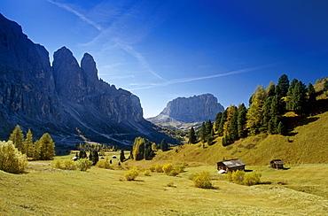 View to Sasso Lungo, Passo di Gardena, Gruppo di Sella, Dolomite Alps, South Tyrol, Italy