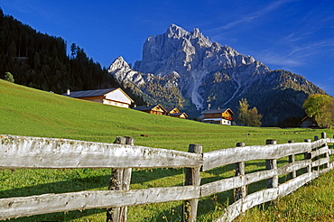 Farm houses at Picco di Vallandro, Val Pusteria, Dolomite Alps, South Tyrol, Italy