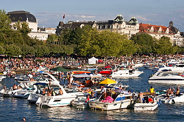 Switzerland, Zurich, street parade, party boats on Zurich lake