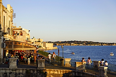 View along waterside promenade, Lungamare, Ortigia, Syracuse, Sicily, Italy