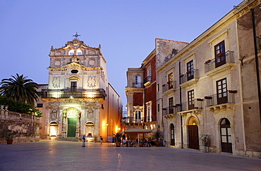 Place Cathedral in the evening, Syracuse, Ortygia island, Sicily, Italy