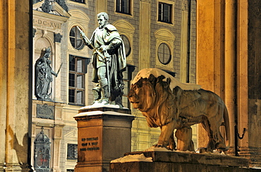 Monument Duke von Tilly and lion in front of Feldherrnhalle at Odeonsplace in the evening, winter in Munich, Bavaria, Germany, Europe