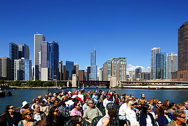 Cruise on Chicago River, Trump Tower in the background, Chicago, Illinois, USA