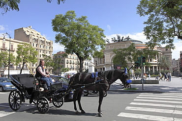 Horse coach in front of Politeama Garibaldi Theater, Palermo, Province Palermo, Sizily, Italy, Europe