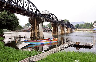 Boat at Railwaybridge over river Kwai, Kanchanaburi, Thailand, Asia
