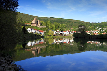 View over Neckar river to Mittelburg castle, Neckarsteinach, Neckar, Baden-Wuerttemberg, Germany