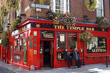 People enjoying their Guinness outside The Temple Bar in Temple Bar district, Dublin, County Dublin, Leinster, Ireland, Europe