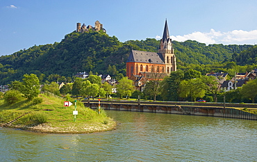 Schoenburg castle, Oberwesel, Shipping on the river Rhine, Koeln-Duesseldorfer, Mittelrhein, Rhineland-Palatinate, Germany, Europe