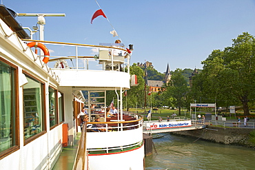 Burg Schoenburg, Oberwesel, Shipping on the river Rhine, Koeln-Duesseldorfer, Mittelrhein, Rhineland-Palatinate, Germany, Europe