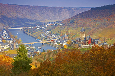 View at the Reichsburg (castle) (built about 1100 under Pfalzgraf Ezzo) and Cochem, Mosel, Rhineland-Palatinate, Germany, Europe