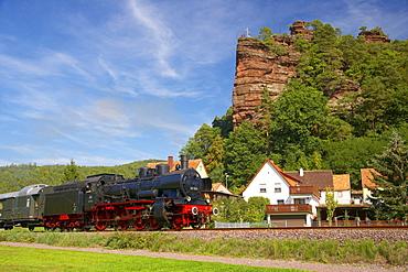 Historical train called Bundenthaler under formation of rocks called Jungfernsprung at Dahn, Palatinate Forest, Rhineland-Palatinate, Germany, Europe