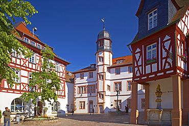 Alzey fish market, Renaissance Town-hall (1586), Deutsches Haus mit Volkerbrunnen, Well, Old Centre, Rhenish Hesse, Rhineland-Palatinate, Germany, Europe