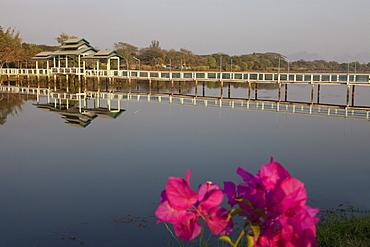 Kan Tar Yar Lake and bridge in the evening, Hpa-An, Kayin State, Myanmar, Birma, Asia