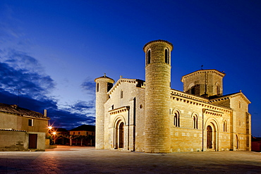 Romanesque church of St. Martin at night, 11th century, Fromista, Camino Frances, Way of St. James, Camino de Santiago, pilgrims way, UNESCO World Heritage, European Cultural Route, province of Palencia, Old Castile, Catile-Leon, Castilla y Leon, Northern Spain, Spain, Europe