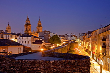 Lugo cathedral and Roman town wall, Lugo, Camino Primitivo, Way of St. James, Camino de Santiago, pilgrims way, UNESCO World Heritage Site, European Cultural Route, province of Lugo, Galicia, Northern Spain, Spain, Europe