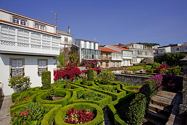 Houses and gardens in Corcubion, Camino Frances, Way of St. James, Camino de Santiago, pilgrims way, UNESCO World Heritage, European Cultural Route, province of La Coruna, Galicia, Northern Spain, Spain, Europe