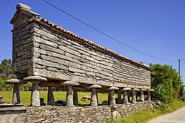 Granary storehouse, Horreo, Padreeiro de Abaixo, near Muxia, near Bainas, Way of St. James, Camino de Santiago, pilgrims way, province of La Coruna, Galicia, Northern Spain, Spain, Europe