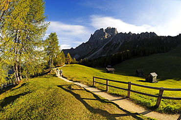 People on mountain bikes at Rotwand, Sexten, Hochpuster valley, South Tyrol, Dolomites, Italy, Europe