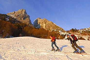 Two backcountry skiers ascending, Griesner Kar, Wilder Kaiser, Kaiser range, Tyrol, Austria