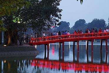 Huc Bridge, Hoan Kiem Lake (Lake of the Returned Sword), Hanoi, Bac Bo, Vietnam