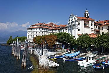 Boats, Borromean Palazzo, Isola Bella, Stresa, Lago Maggiore, Piedmont, Italy