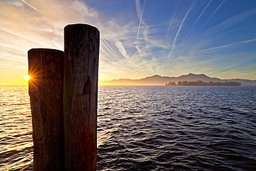 Morning mood in Gstadt with a view on Fraueninsel, Chiemsee, Chiemgau, Upper Bavaria, Bavaria, Germany