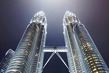Petronas Towers at night, 452 Meters high, architect CÈsar Antonio Pelli, Kuala Lumpur, Malaysia, Asia