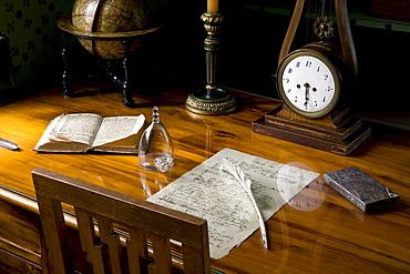 Writing desk of Friedrich von Schiller, Schillerhaus, Schiller lived here from 1802 to 1805, Schillerstrasse 12, Weimar, Thuringia, Germany, Europe