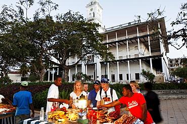People at the night market at Forodhani Gardens, Stonetown, Zanzibar City, Zanzibar, Tanzania, Africa