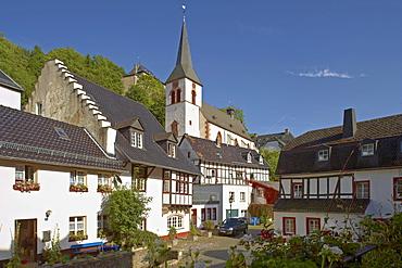 Blankenheim, Half-timbered house, Church St. Mariae Himmelfahrt, Eifel, North Rhine-Westfalia, Germany, Europe