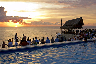 Jamaica Negril Rick´s Cafe open air bar viewpoint at sunset