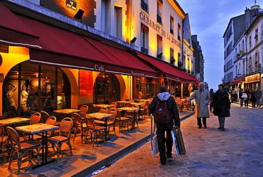 Street artist homebound, Montmartre, Paris, France, Europe