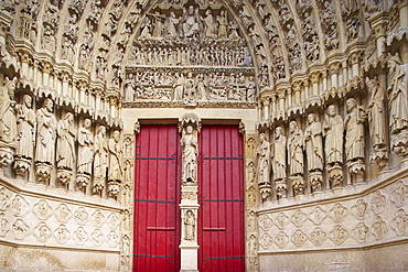Western facade of Notre Dame cathedral, Day of Judgement, Amiens, Dept. Somme, Picardie, France, Europe