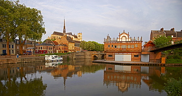 Morning at Port d'Amont, PÈnichette, Old city, Notre-Dame cathedral, Boathouse of Amiens' rowing-club, Amiens, Dept. Somme, Picardie, France, Europe