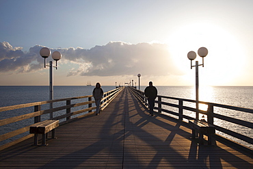 Couple on the pier, Binz seaside resort, Ruegen island, Baltic Sea, Mecklenburg-West Pomerania, Germany
