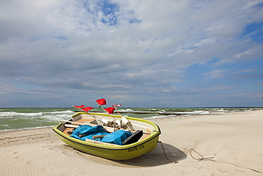 Fishing boat on the beach, Ahrenshoop, Fischland-Darss-Zingst, Baltic Sea, Mecklenburg-West Pomerania, Germany