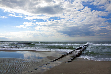 Wave breakers on the beach, Ahrenshoop, Fischland-Darss-Zingst, Baltic Sea, Mecklenburg-West Pomerania, Germany