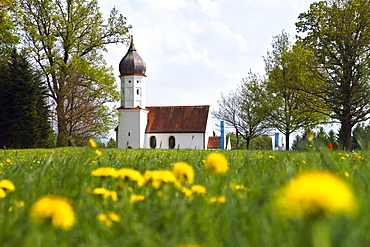 Chapel in spring, Hub-chapel Penzberg, Upper Bavaria, Bavaria, Germany, Europe