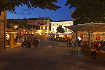 Placa Major, main square, Pollenca, Mallorca, Balearic Islands, Spain, Europe