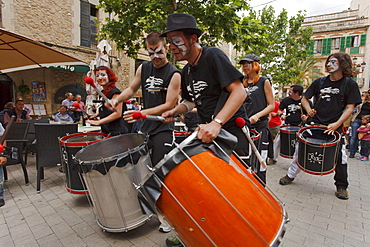 Trobada de Batacudes, drum parade, Festes de Primavera, spring festival, Manacor, Mallorca, Balearic Islands, Spain, Europe